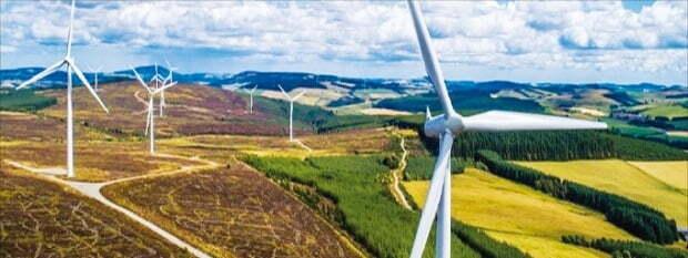 한화솔루션이 최근 인수한 재생에너지 전문기업인 RES프랑스가 개발한 풍력발전기. /한화 제공