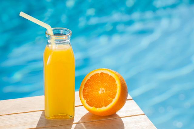 과일 주스를 많이 마실수록 사망 위험이 커진다는 연구 결과가 있다./사진=클립아트코리아