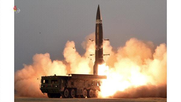 북한이 지난 3월25일 함경남도 함주 일대에서 동해 방향으로 신형 단거리 탄도미사일(신형전술유도탄)을 발사했다(사진=조선중앙TV 캡처/뉴스1).