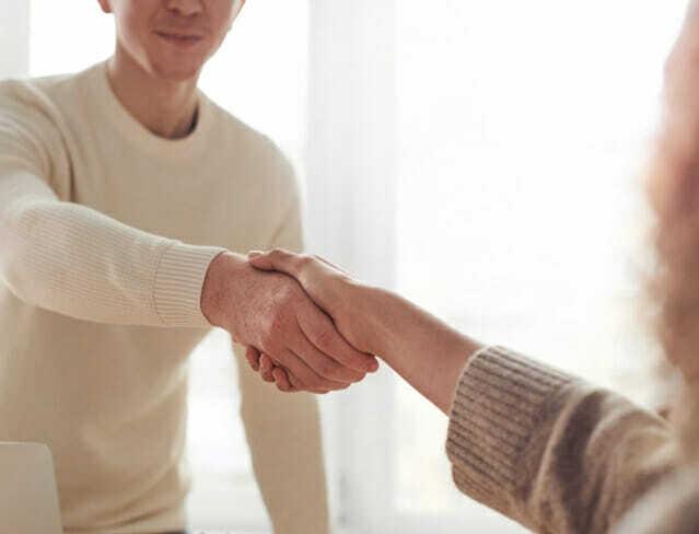 오래만에 만남을 자제하고 만남 시간을 줄이되, 환기를 자주하면 코로나19 감염 위험이 크게 감소하는 것으로 나타났다. (사진=픽사베이)