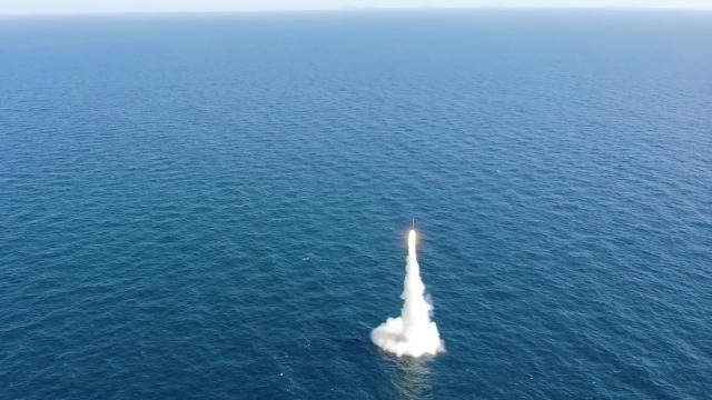 국방과학연구소가 15일 국내 최초로 SLBM 잠수함 발사 시험에 성공한 모습. 국방홍보원 제공