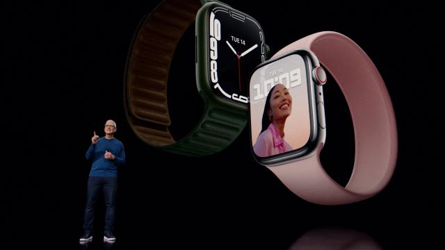 14일(현지 시간) 온라인 이벤트를 통해 애플워치7을 공개한 팀 쿡 애플 최고경영자(CEO) /로이터연합뉴스