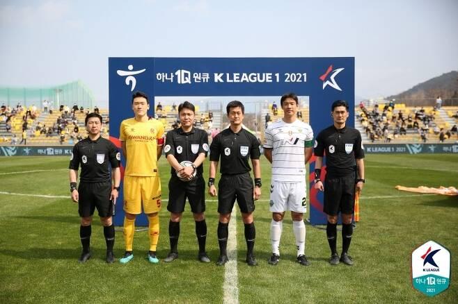 광주FC와 전북 현대의 경기(한국프로축구연맹 제공)© 뉴스1