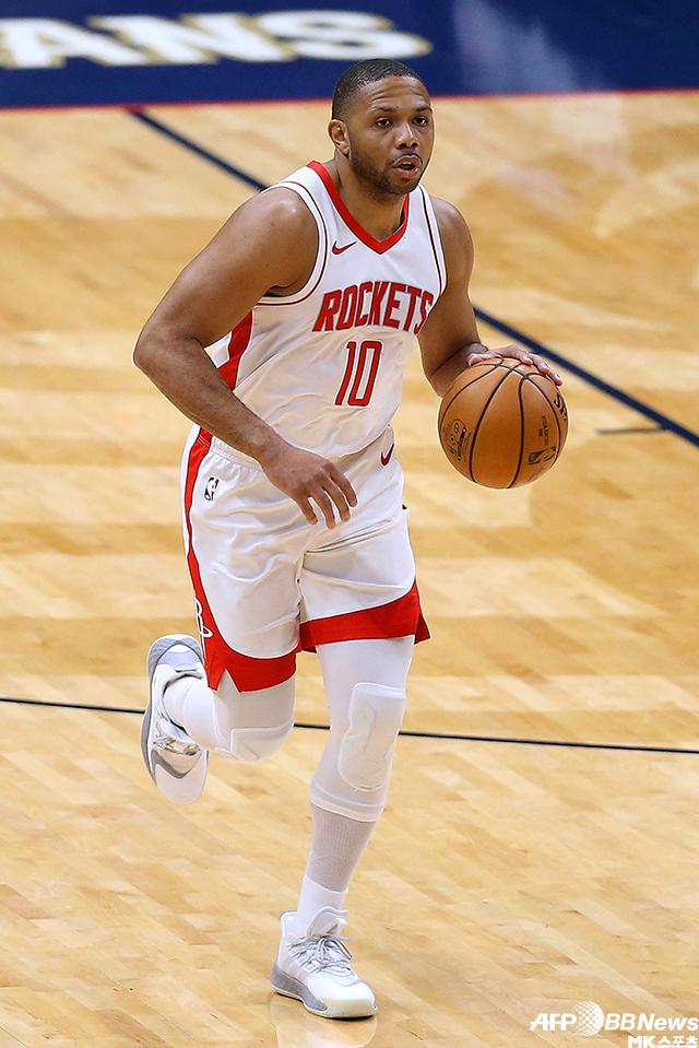 휴스턴의 에릭 고든이 뉴올리언스와 2020-21 NBA 정규시즌 원정경기 도중 돌파를 시작하고 있다. 사진=AFPBBNews=News1