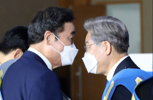 더불어민주당 이낙연 대선 경선 후보(왼쪽)와 이재명 후보. 연합뉴스