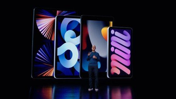 지난 14일(현지시간) 팀 쿡 애플 CEO가 아이폰13을 소개하고 있다. [연합뉴스]