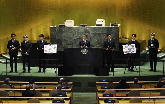 [뉴욕=뉴시스] 김진아 기자 = 그룹 BTS(방탄소년단)이 20일(현지시간) 미국 뉴욕 유엔본부 총회장에서 열린 제2차 SDG Moment(지속가능발전목표 고위급회의) 개회식에서 발언하고 있다. 2021.09.20.