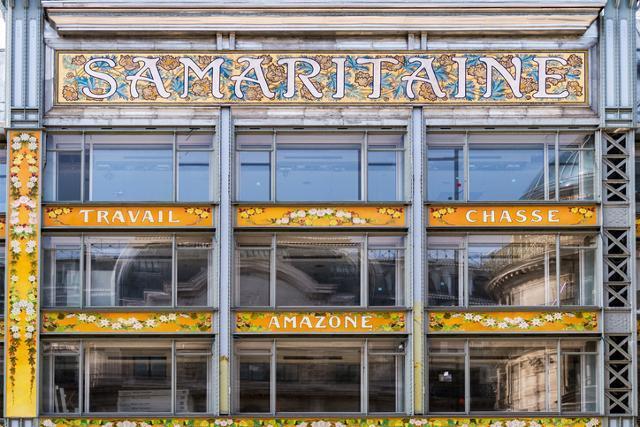 1900년대 초반 화려한 장식이 특징인 아르누보 양식으로 지어진 프랑스 파리의 사마리텐 백화점 외관에 꽃무늬와 타이포그래피 등이 눈길을 끈다. 게티이미지뱅크