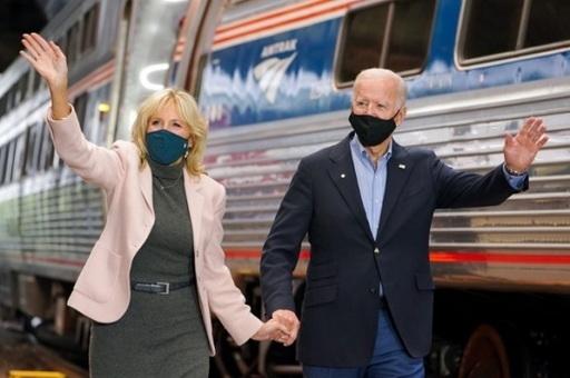 지난해 미선후보 시절암트랙 철도를타고 다니며 선거운동을 하던 조 바이든 현 대통령 부부 모습. SNS 캡처