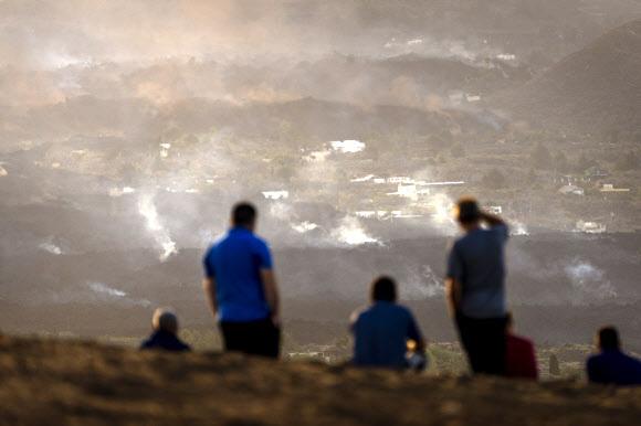 유럽의 하와이로 불리는 스페인 카나리아 제도 라팔마 섬의 쿰브레 비에하 화산이 현지시간으로 19일 폭발했다. AP 연합뉴스