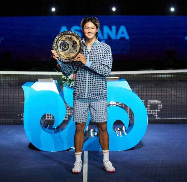권순우가 26일(현지 시각) 카자흐스탄 누르술탄에서 열린 ATP 투어 아스타나오픈 대회 단식 결승에서 제임스 더크워스를 물리치고 우승을 차지했다. 카자흐스탄 테니스협회