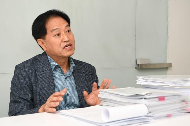 16일 오후 서울 중구 한국일보 본사에서 심평강(64) 전 전북소방본부장이 인터뷰를 하고 있다. 한지은 인턴기자