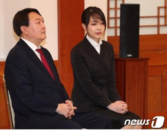 윤석열 전 검찰총장(왼쪽)과 아내 김건희씨./© 뉴스1