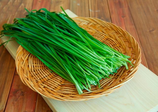 부추를 생으로 먹어야 혈관 건강을 촉진하는 황화알릴을 풍부하게 섭취할 수 있다./사진=클립아트코리아