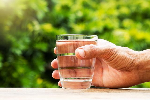 아침 공복에 물 한 잔은 다양한 건강 효과를 가져온다./사진=게티이미지뱅크