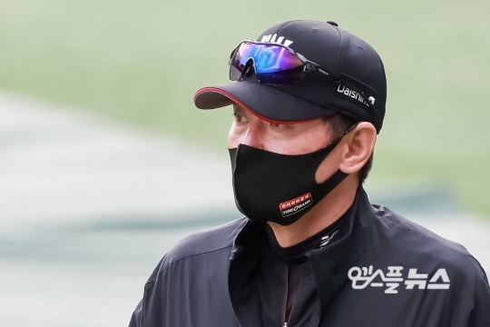 KT 이강철 감독의 방망이 고민은 포스트시즌까지 이어질 전망이다(사진=엠스플뉴스)