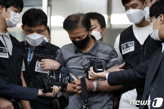 전자발찌를 끊고 여성 2명을 살해한 혐의를 받는 강윤성. 2021.9.7 /사진=뉴스1